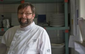 Éric Bonnet dans sa cuisine